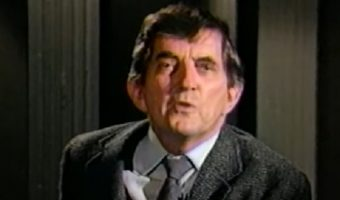 Dark Shadows: Jonathan Frid Remembers Barnabas Collins In 1987 Documentary 'Casting Shadows' – Watch HERE