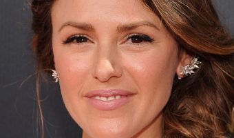 The Young and the Restless Star Elizabeth Hendrickson Reaching Out to Fans For Help